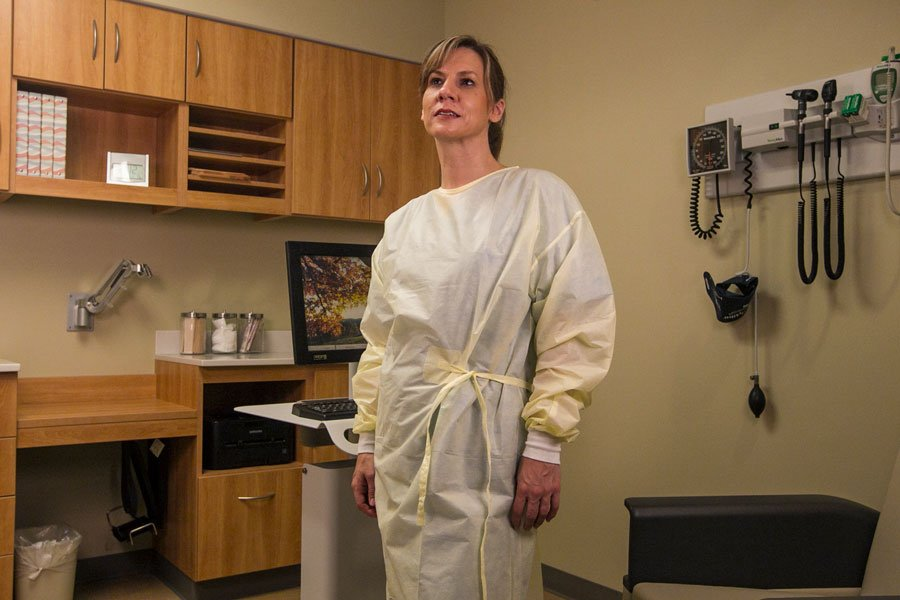 PDS dental gowns maximize protection and comfort for dentists and dental hygienists.